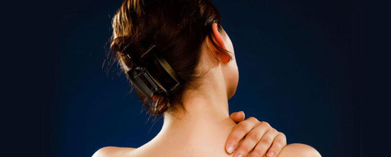 Mal dans le haut du dos, les causes possibles et les traitements disponibles